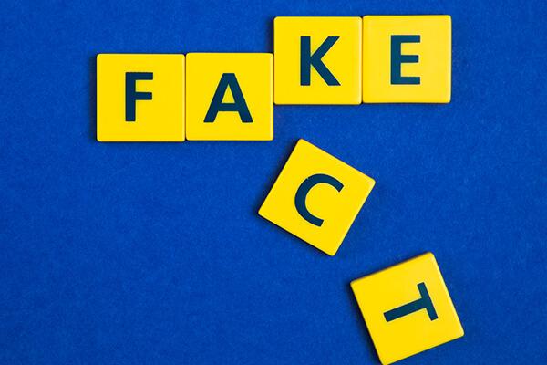 letras fake e fact