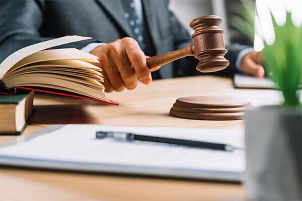 Justiça assegura direito de pessoa com gagueira