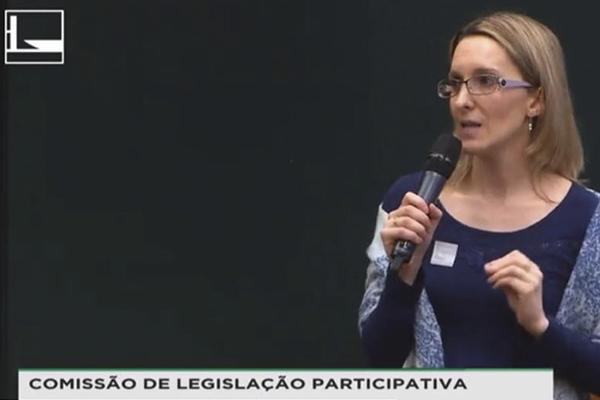 Dra Sandra Merlo falando na Câmara dos Deputados